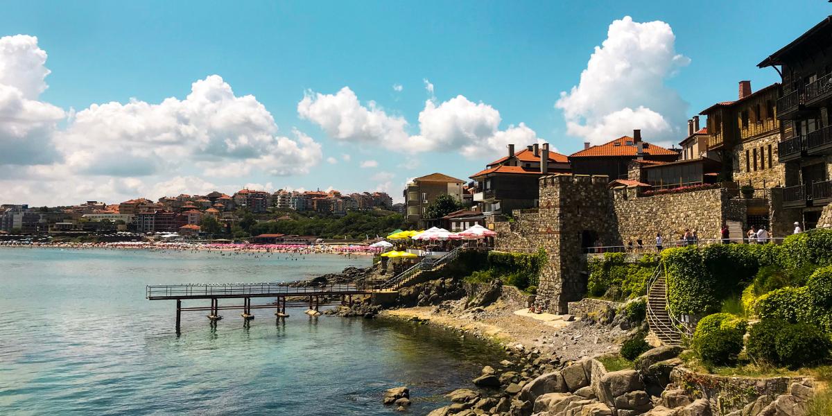 Британските туроператори отмениха почивките за България